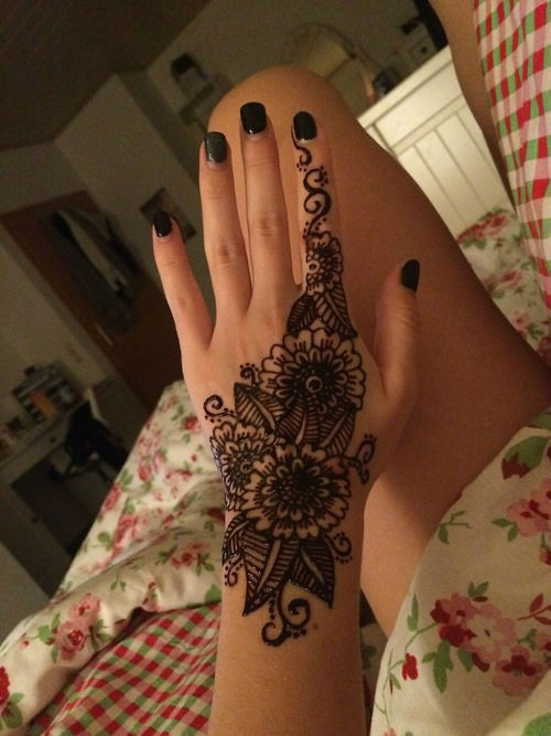 40 Delicate Henna Tattoo Designs