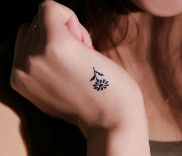 77 Small and Chic Tattoo Design Ideas