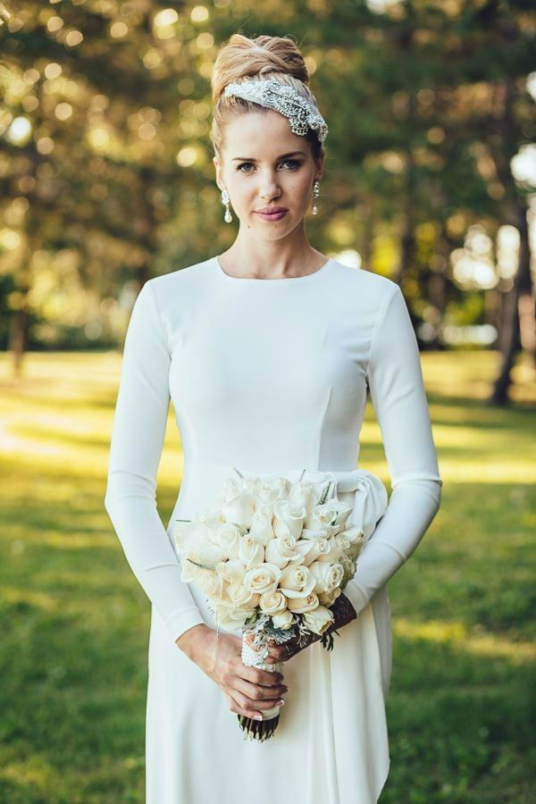 30 Minimalist and Elegant Wedding Dress Ideas