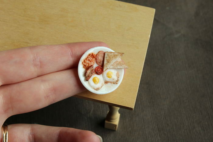 Talented Artist Creates Amazingly Detailed Miniature Food