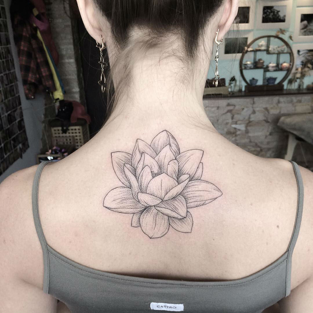 Gifted Ukrainian Artist Creates Stunning Floral Tattoos