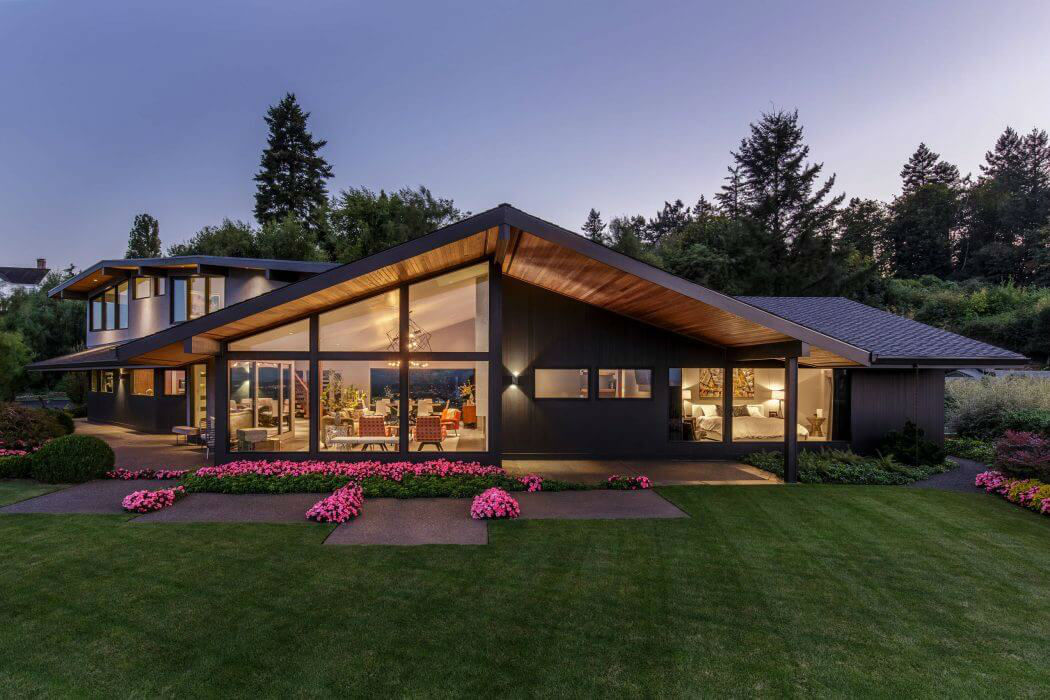 Mid Century Modern House in Portland by Giulietti Schouten Architects