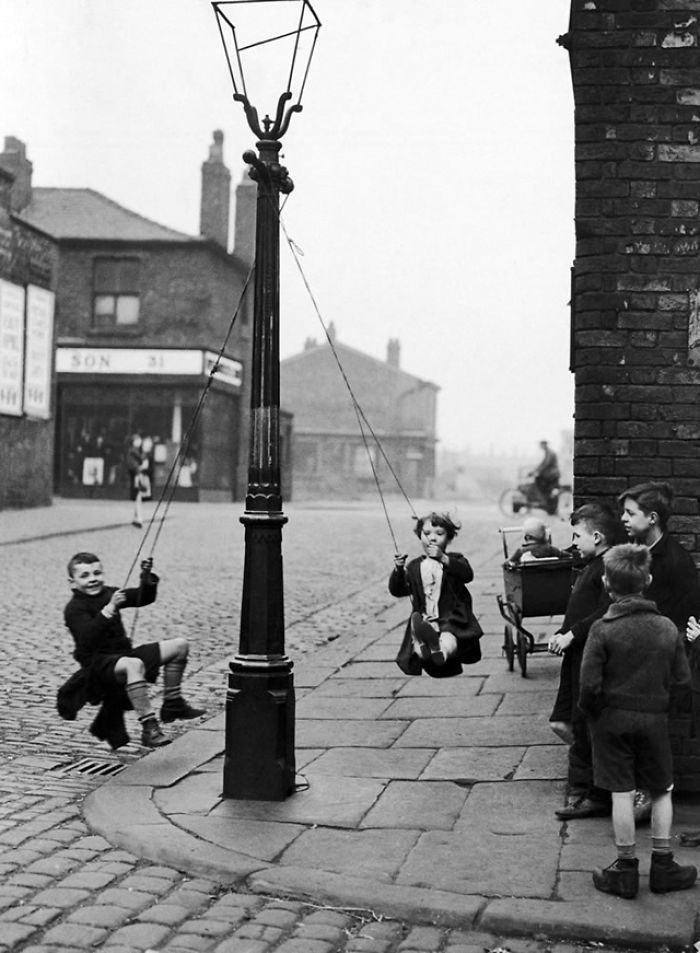 17 Vintage Photos That Show How Children Played Before Smartphones Were Invented