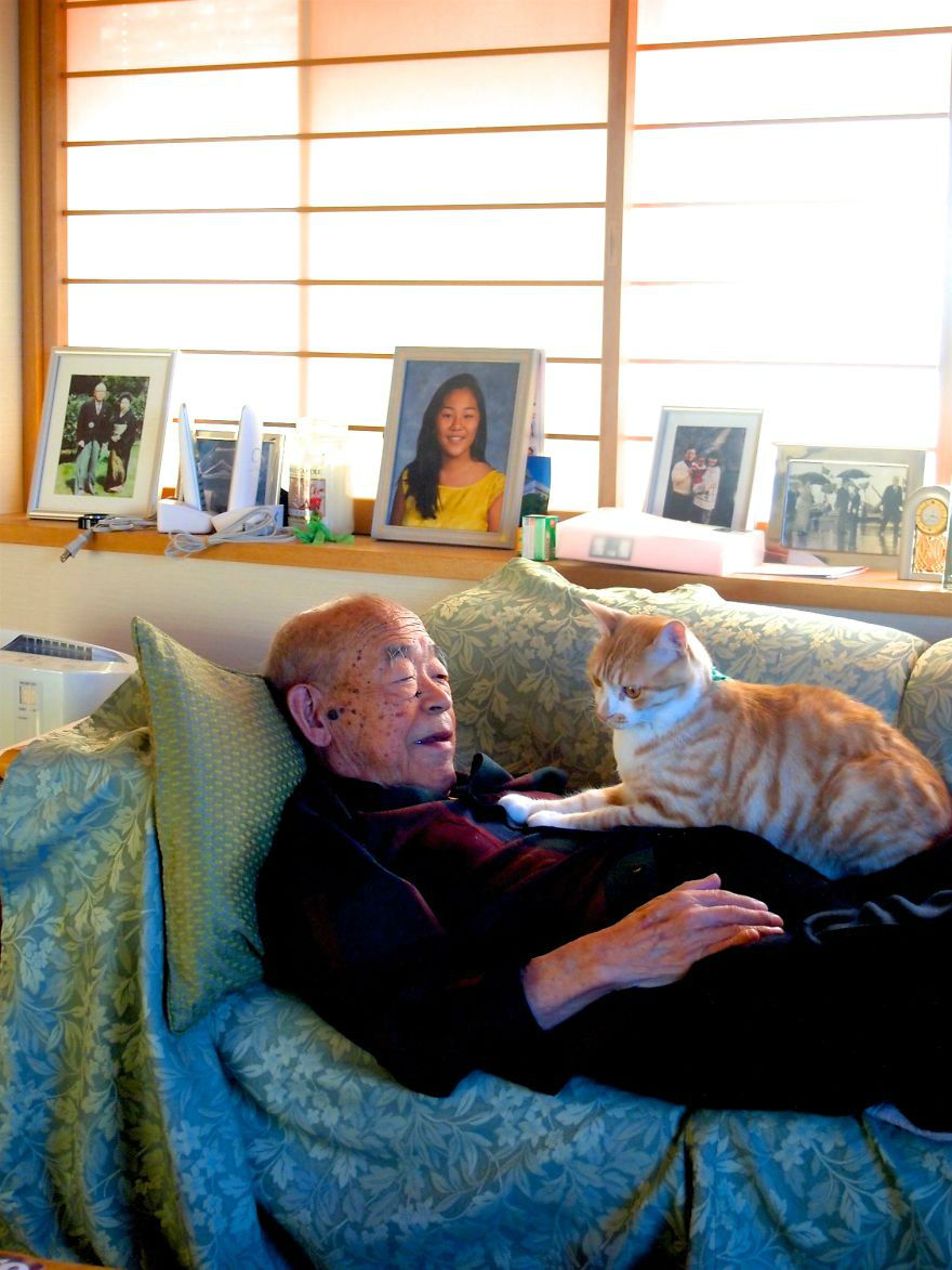 Cat Makes Life Enjoyable Again for Sick and Grumpy Grandpa