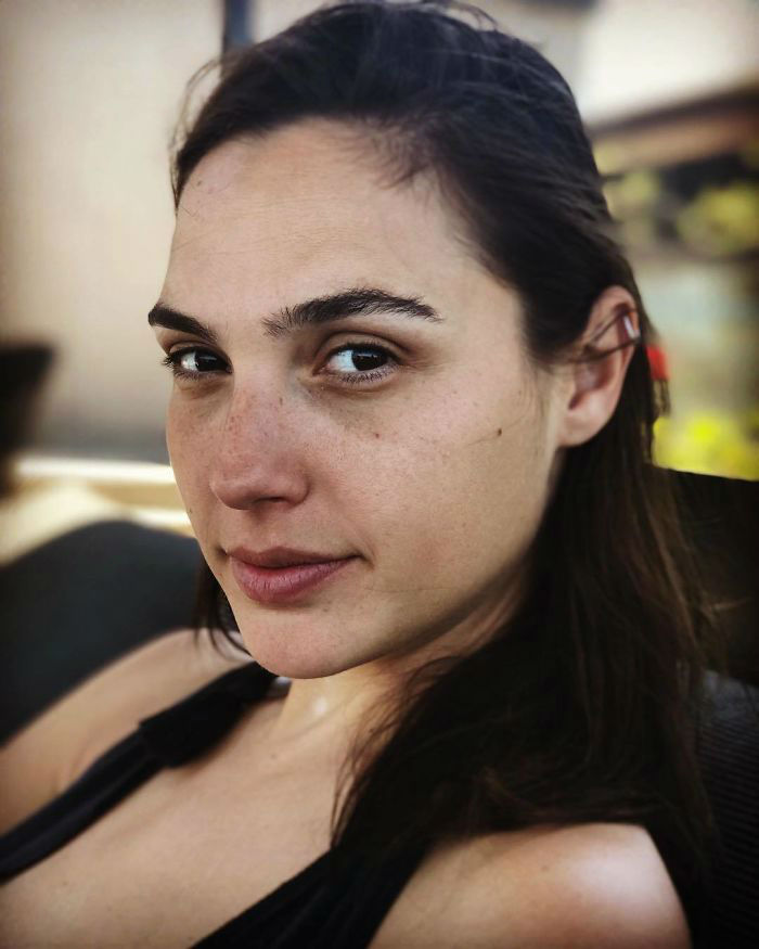 15 Celebrities without Makeup Prove They Look Just Like Us