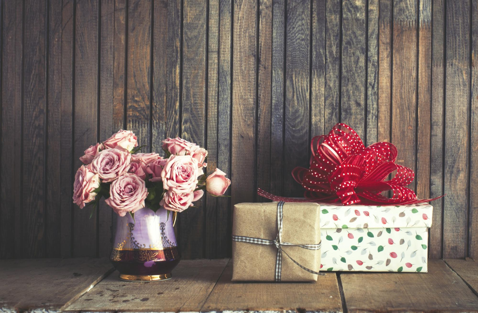 Top 5 Tips and Tricks for Setting Up Your Wedding Gift Table