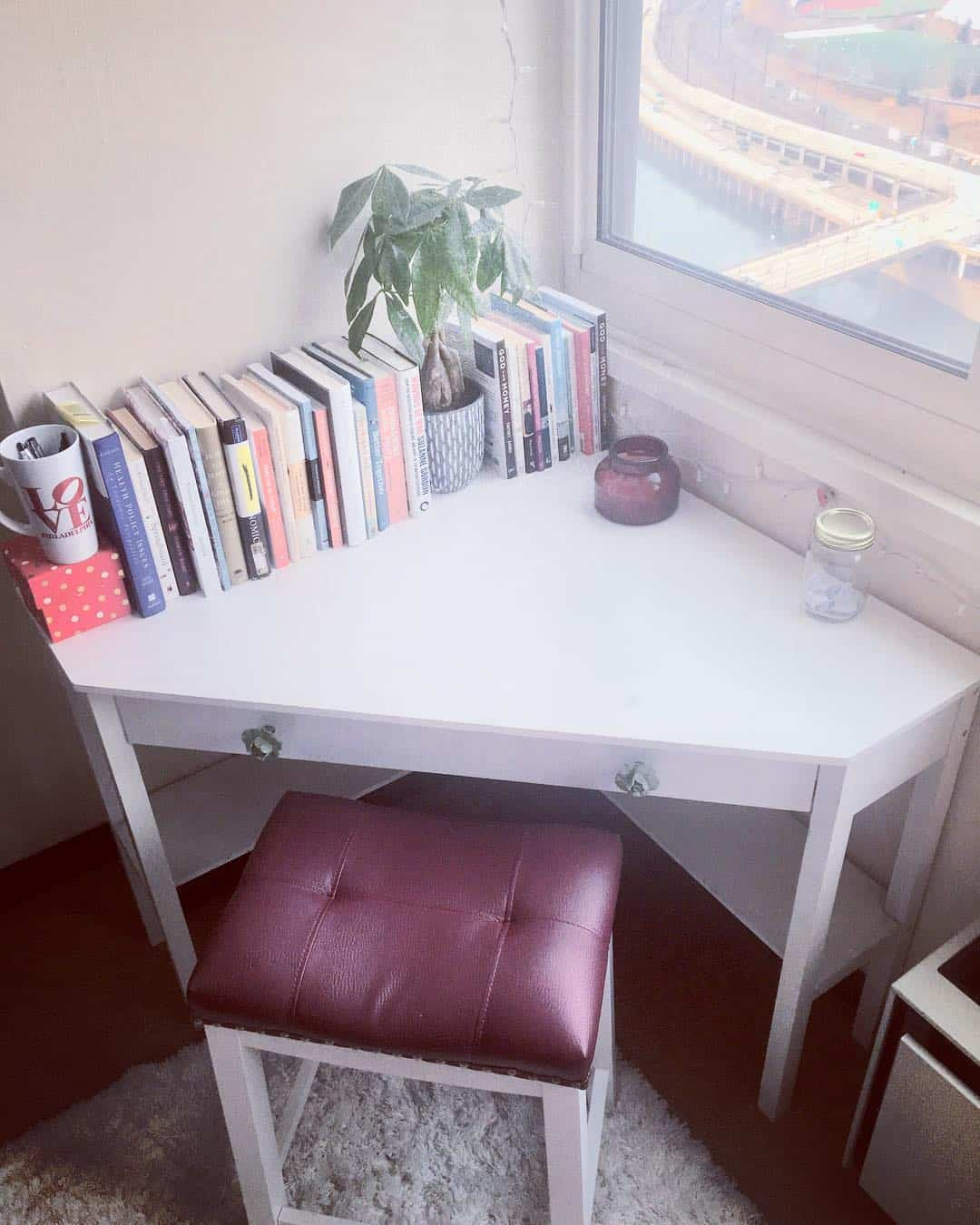 30 Compact and Functional Corner Desk Designs