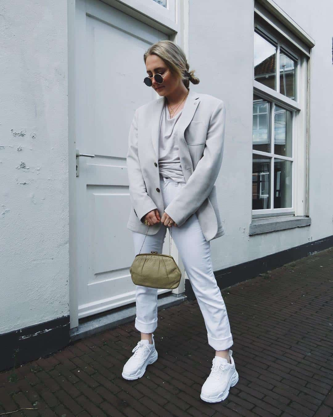 25 Chic and Casual White Sneaker Outfits