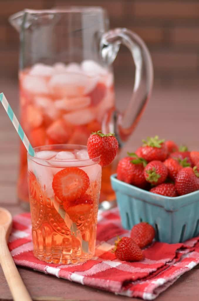 5 Detox Water Recipes To Help You Lose Weight