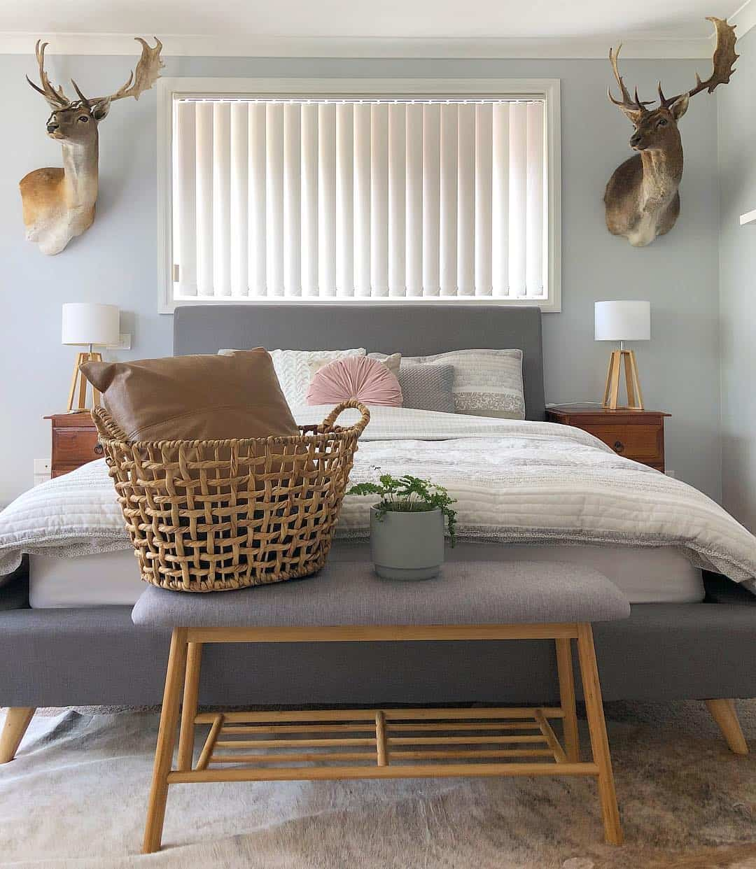 20 Serene Country Bedroom Design Ideas