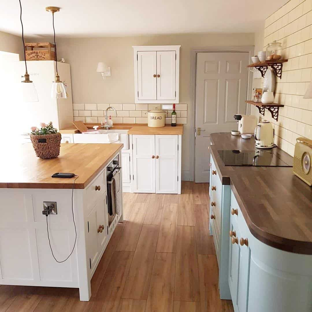 20 Cozy Kitchen Designs with Wood Accent