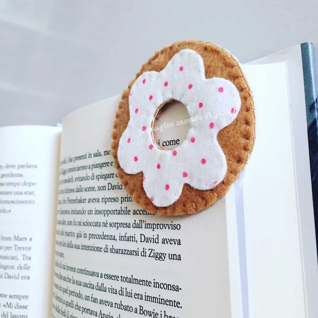23 Easy Homemade Bookmark Design Ideas for Bookworms