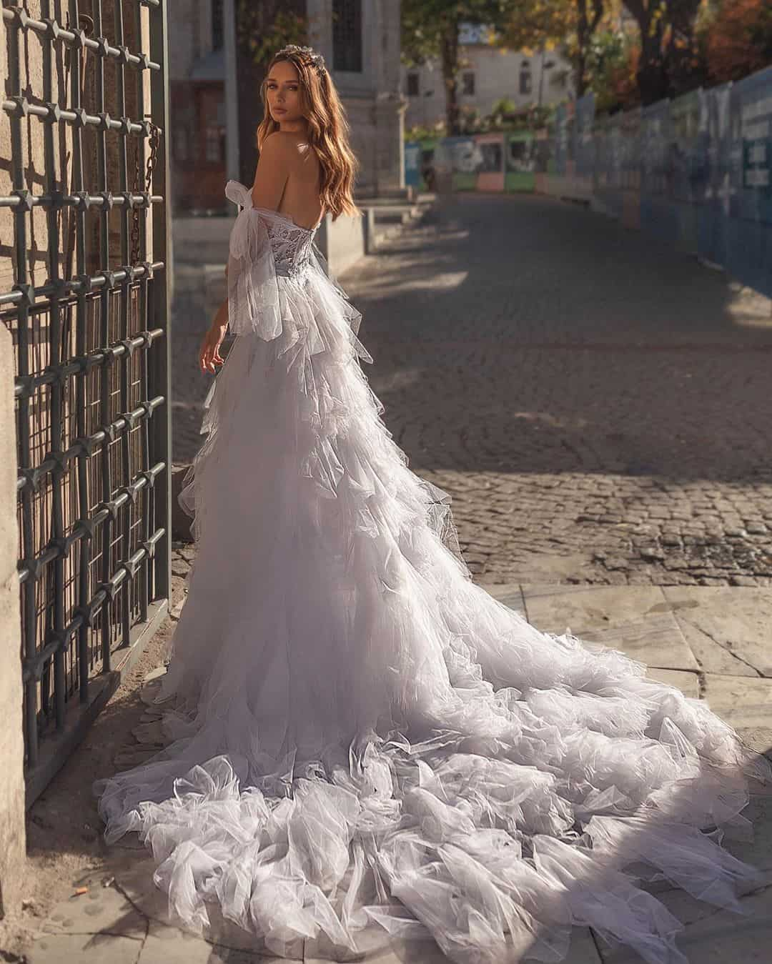 Extraordinarily Beautiful Wedding Dresses by Dalia & Michael Mansharov