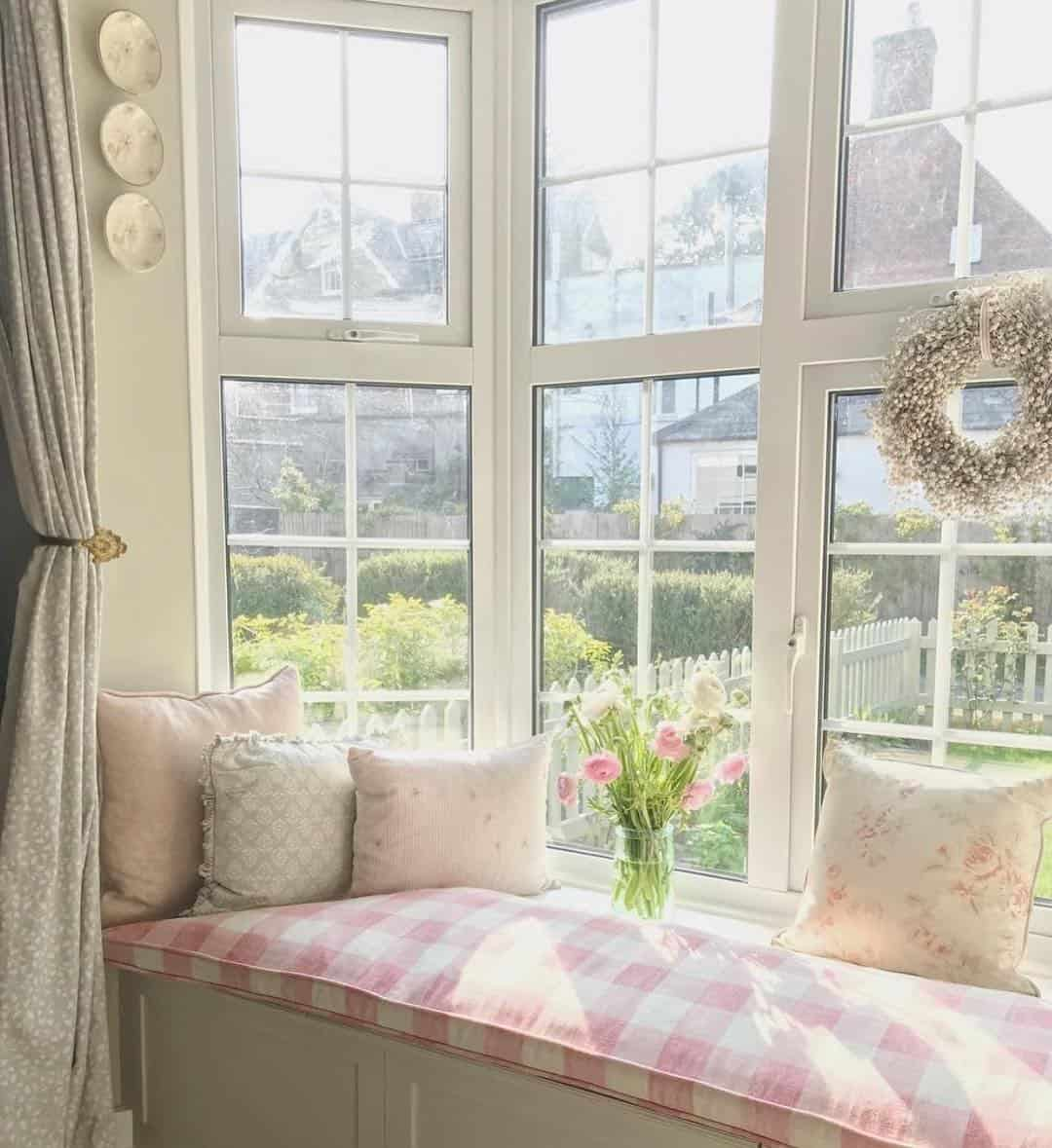 22 Brilliant Ideas for Window Seats with Different Cushions
