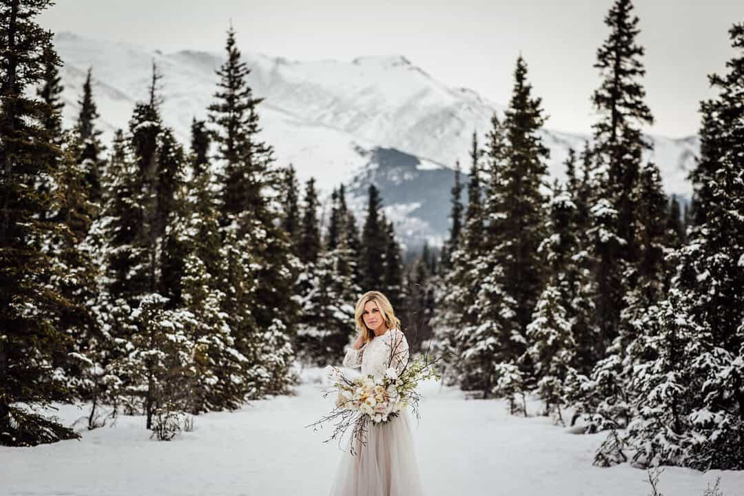 23 Brilliant Photo Ideas for Winter Wedding Inspiration