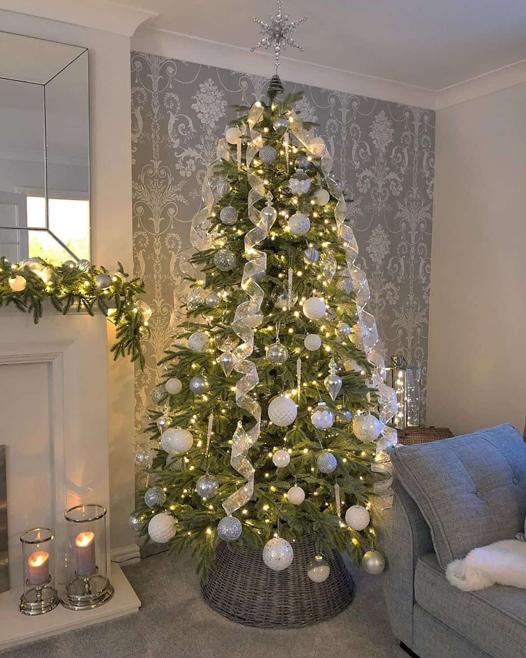 25 Charming Christmas Tree Decoration Ideas
