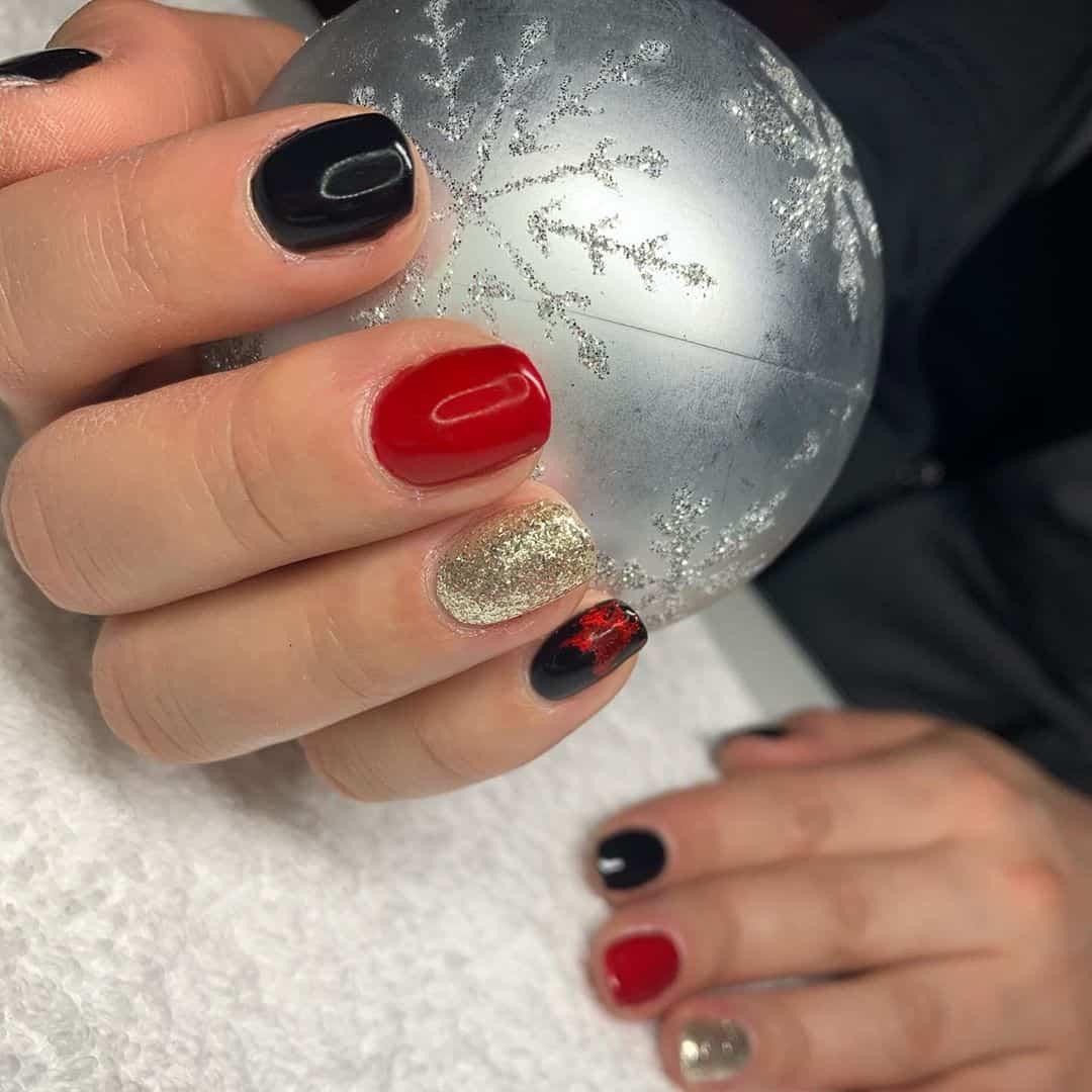 24 Eye Catching Christmas Nail Art Designs to Try This Year